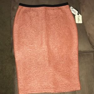 FOREVER 21 SALMON PENCIL SKIRT ❤️